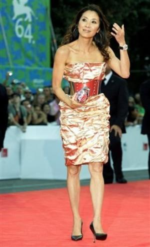 michelle yeoh red carpet dresses dolce gabbana
