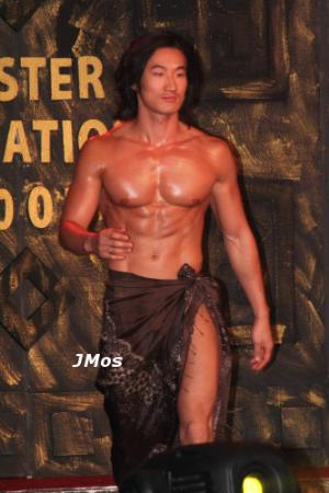 how to wear sarong male model style