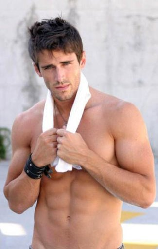 brandon beemer eight pack washboard abs