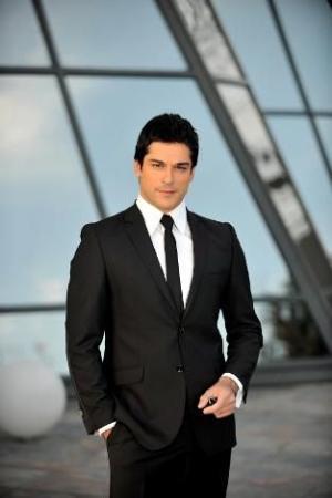 Burak Ozcivit suit