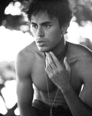 enrique iglesias shirtless