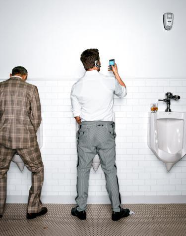 brad-pitt-restroom