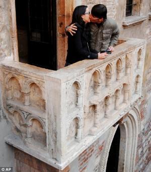 Fun Tourist Destinations Capulet Balcony