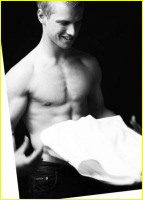 freddie stroma shirtless abs
