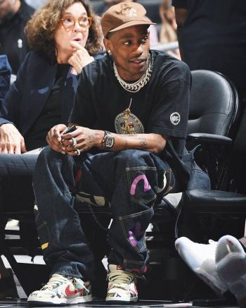 celebrities wearing evisu jeans - travis scott