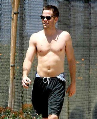 chris pine shirtless in shorts