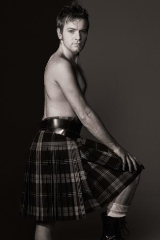 scottish men wearing kilts - ewan mcgregor2