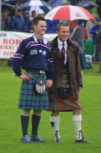 scottish men wearing kilt - sexy ewan mcgregor