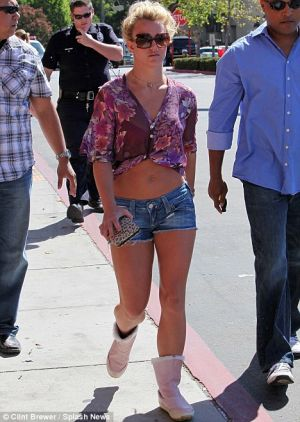 britney spears fashion style short short jeans