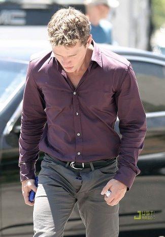 mens button jeans - ryan phillippe wardrobe malfunction