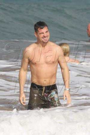 george eads shirtless beach photos