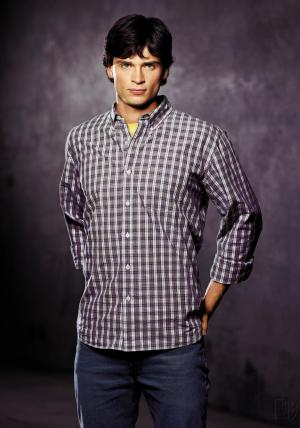 mens plaid shirt guide - tom welling