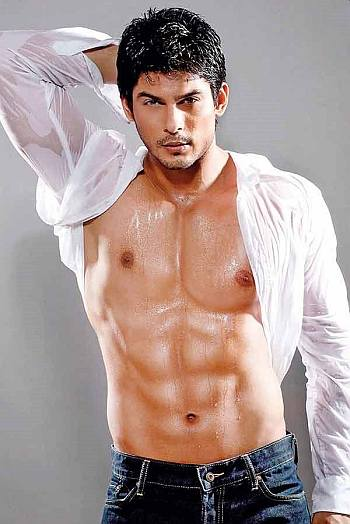 desi male models - Sidharth Shukla - shirtless in jeans