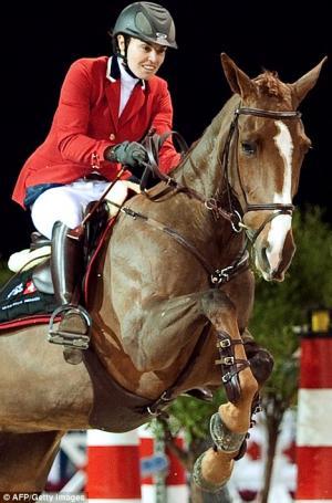 martina-hingis-horse-accident2