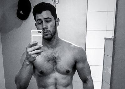 nick jonas selfie - guys with iphones