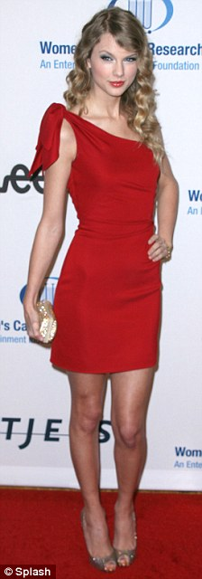 1taylor-swift-red-dress