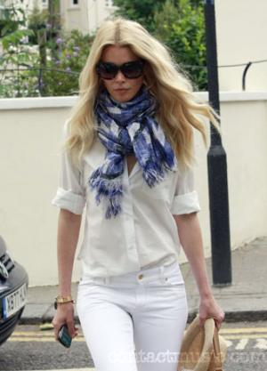 claudia schiffer white jeans