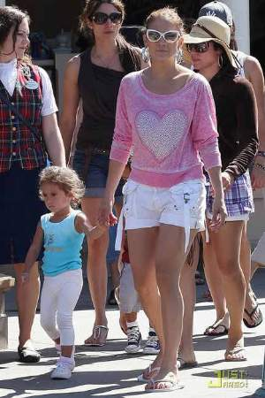 jennifer lopez shoes havaiana flip-flops