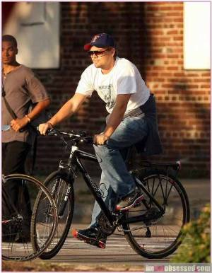 leonardo dicaprio style - nike shoes carrera champion sunglasses