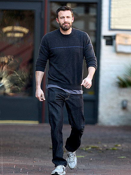 ben affleck sweater and jeans