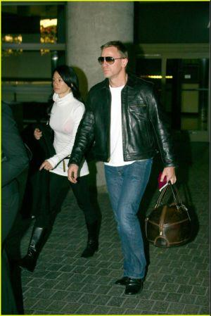 daniel-craig-sunglasses-leather-and-jeans