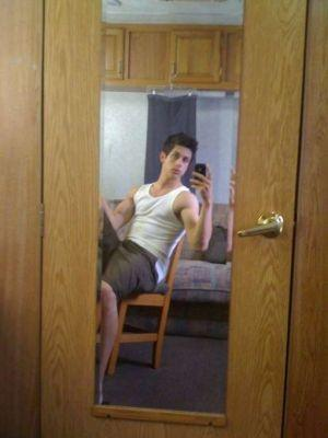 david henrie iphone selfie
