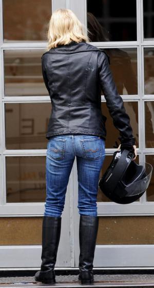 naomi watts style jeans