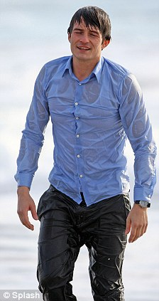 male celebrity wet shirt orlando bloom