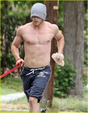 hot men in shorts kellan lutz hollywood edition