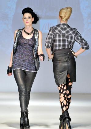 leather-skirt-leggings-wet-look