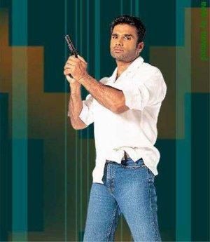 blue jeans white shirt sunil shetty