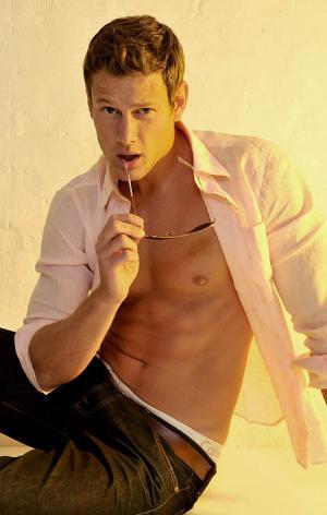 tom hopper shirtless photos