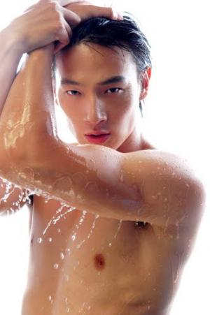 hot chinese men shirtless dapeng zheng