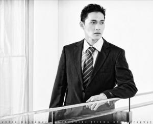 Edwin-Kadarisman-01-indonesian-guy-i-suit