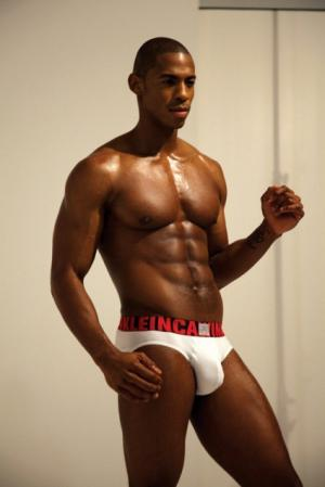 bald black men are hot - Mehcad-Brooks-briefs-true-blood-425x637