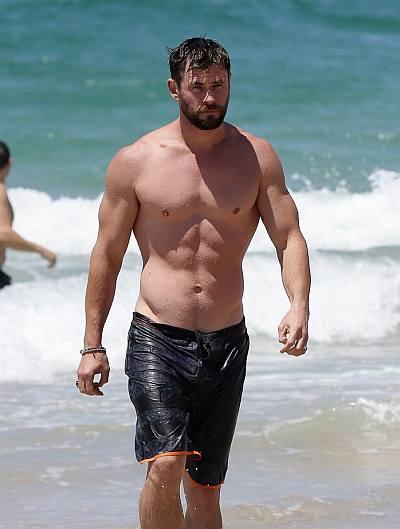 beach hunks and bods - chris hemsworth in wet shorts
