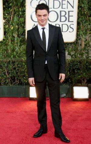 mens burberry suit dominic cooper red carpet
