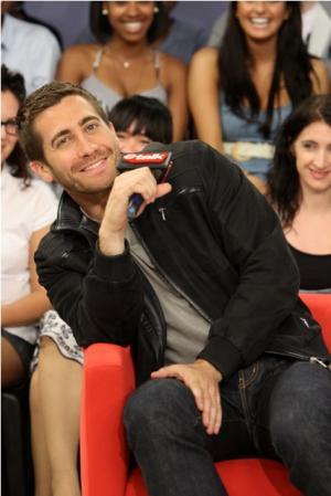 Jake Gyllenhaal Fashion Style Grey Shirt
