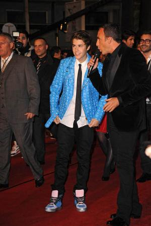 blue leather jacket - justin bieber fashion