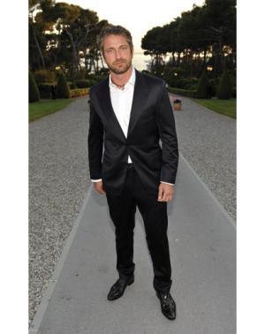 hot guys in suit and tie gerard butler black suit