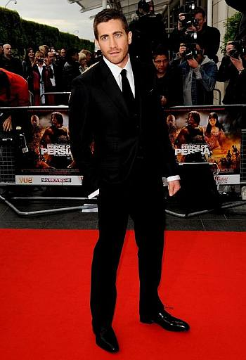 hot guys in suit and tie - jake gyllenhaal