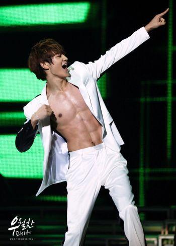 hot korean men Choi Min-ho shirtless abs