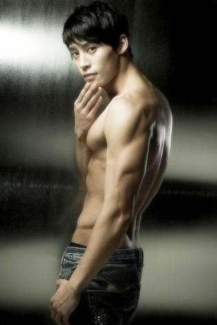 hot korean men Jung Eun Woo