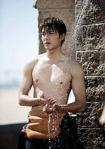 hot korean men lee min-ho body under shower