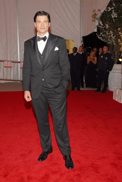 celebrities wearing tuxedo suits tom welling