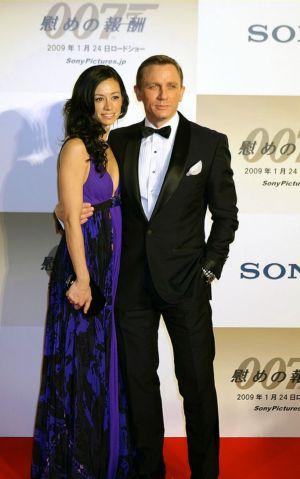 celebrities wearing tuxedo suits daniel craig