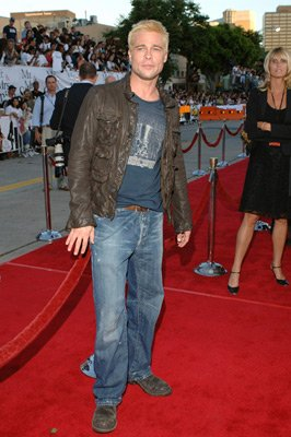 brad pitt leather jacket - mr and mrs smith red carpet