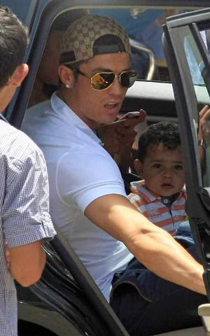 celebrity sunglasses for men dolce gabbana cristiano ronaldo