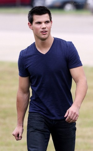 v-neck shirts for men taylor lautner
