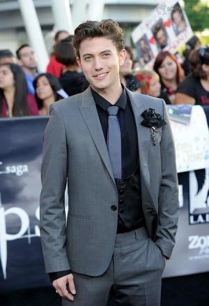 best suit and tie for young men red carpet